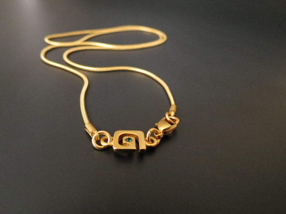 Galeria AMAYA gold chain with signature tag